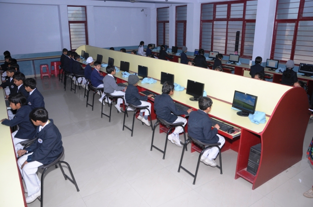 Computer labs we have well equipped multimedia cum computer labs with more than 40computers with latest configurations computer lab is equipped with the lcd projector freerunsca Images